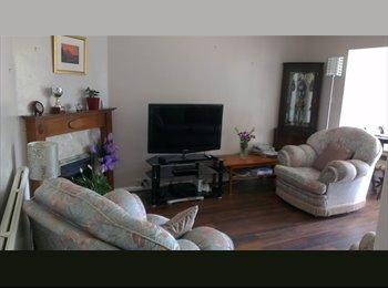 EasyRoommate UK - Awesome Room with Creative Housemates - Northolt, London - £520