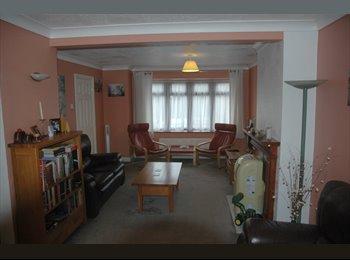 EasyRoommate UK - Big comfortable room in big comfortable house - Great Baddow, Chelmsford - £500