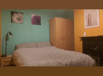 EasyRoommate UK - Comfortable Double Room Available - Gorton, Manchester - £320