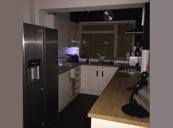 EasyRoommate UK - Double room / house share  - Botley, Southampton - £450