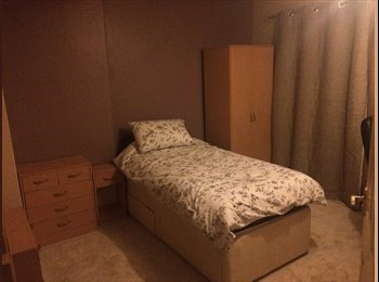 EasyRoommate UK - Double-size furnished room - Henbury, Bristol - £450