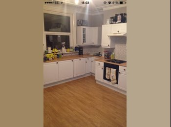 EasyRoommate UK - Double Room in Wortley - All Bills included - Wortley, Leeds - £330