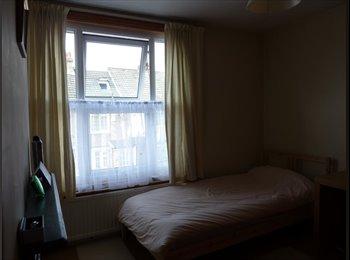 EasyRoommate UK - Monday - Friday Double Bedroom to let - Bushey, Watford - £400