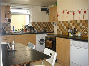 EasyRoommate UK -  All inc room available in clean, comfortable house - Woodhouse, Leeds - £316