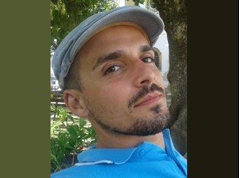 Ezequiel Ferreira - 31 - Student