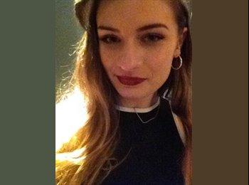Emily - 20 - Student