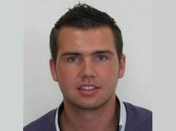 Thomas - 22 - Student