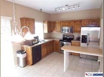 EasyRoommate US - Nice town home - furnished basement available. - West Omaha, Omaha - $700