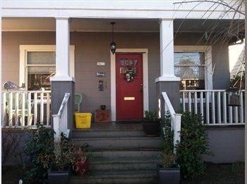 EasyRoommate US - Large quiet upstairs room - Multnomah, Portland Area - $650