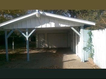 EasyRoommate US - 3 br 1 ba 1,072 sq.ft. House for rent - Topeka, Topeka - $1200