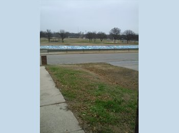 EasyRoommate US - roomie wanted females only!! - Edgecliff, Fort Worth - $450