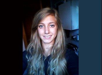 Delphine - 22 - Student
