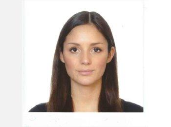 Danielle - 21 - Student