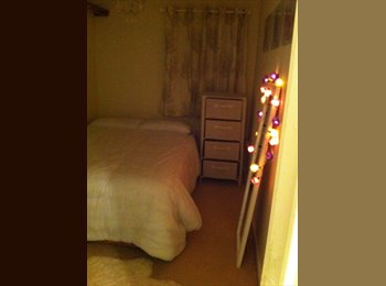 Double room to rent in lovely modern flat.
