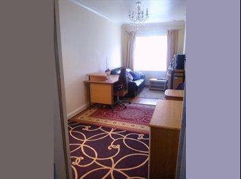 EasyRoommate UK - massive en suite double room 2 mins from hospital - Westbury on Trym, Bristol - £500