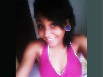 Ana Carolina  - 18 - Estudante