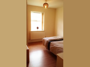 EasyRoommate UK - Large and Clean Double rooms close to city center - Oadby, Leicester - £380