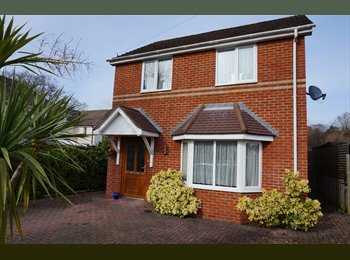 EasyRoommate UK - ROOM TO LET!!! - Upper Parkstone, Poole - £475