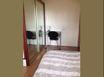 EasyRoommate UK - single room in large student/working house. - Grimsby, Grimsby - £282