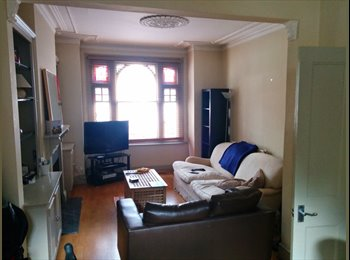 Double room in spacious West London house £745pcm