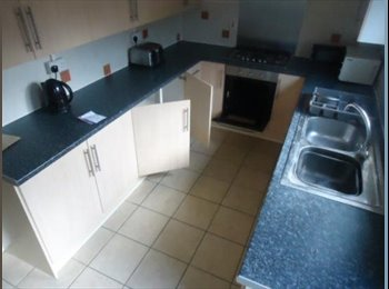 EasyRoommate UK - 2 rooms in a 6 bed in town  - Abington, Northampton - £388