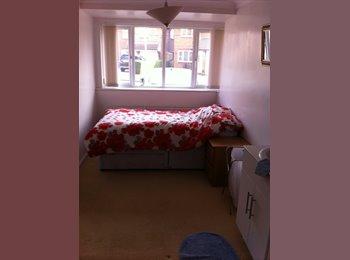 EasyRoommate UK - Converted Garage into Bedroom, very private - Newport Pagnell, Milton Keynes - £400