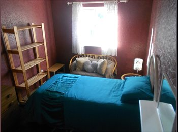 EasyRoommate UK - Colourful double room near to town centre - Far Cotton, Northampton - £320