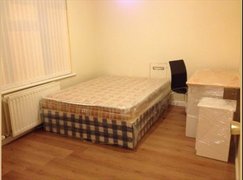 EasyRoommate UK - Large double bed room, Taylor Sq, Lisburn - Belfast, Belfast - £342