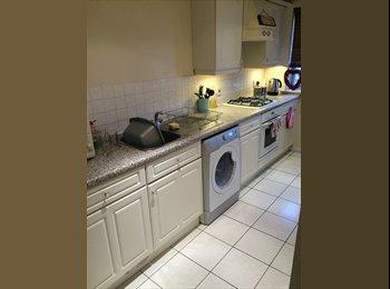 EasyRoommate UK - Double Ensuite 2 bedroom flat share in Gidea Park - Gidea Park, London - £515