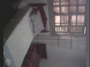 alugo quarto mobiliado para moça