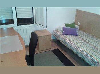 EasyPiso ES - ofrezco habitacion - Centro Ciudad - Ayuntamiento, Santander - €190