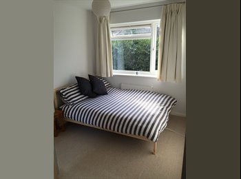 Double bedroom available in great location