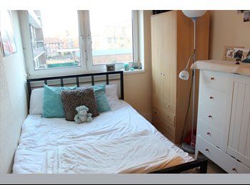 EasyRoommate UK - 2 Double rooms in 3 bed flat *Students only* - Bermondsey, London - £1650
