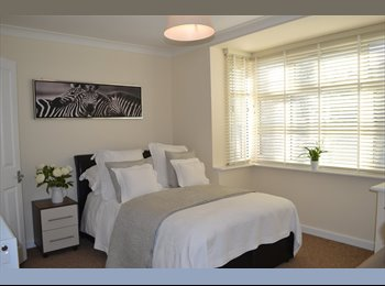 EasyRoommate UK - LUXURY ROOMS IN FRIENDLY PROFESSIONAL HOUSE SHARE - Orpington, London - £650