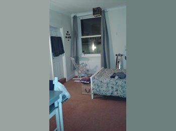 EasyRoommate UK - Spacious En-suite Double with sea view! - Brighton and Hove, Brighton and Hove - £584