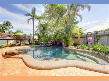 Lovely house with swimming pool.Close to Stockland