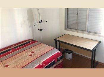 alugo 1 quarto para moça  ou rapaz sem garagem