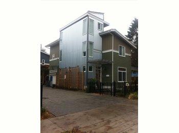EasyRoommate CA - $500 Huge Room in 5 br House 12' x 12' - Burnaby, Burnaby - $500