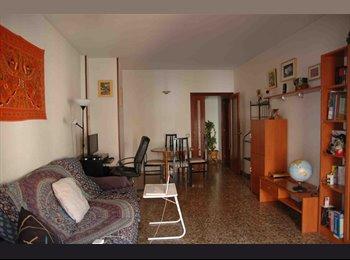 EasyPiso ES - Comparto piso muy amplio en Sant Feliu de Llobrega - St Feliu De Llobregat, Barcelona - €250