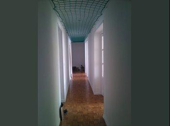 habitacion en piso grande, luminoso todos los serv