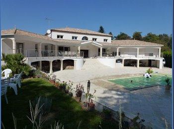 Appartager FR - Exceptionnel Studio privé dans Villa tout confort - La Roche-sur-Yon, La Roche-sur-Yon - €390
