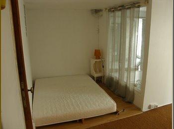 Chambre dans triplex a Montmartre