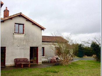 Appartager FR - Maison cherche colocatrice pour Coloc paritaire - Poitiers, Poitiers - €175