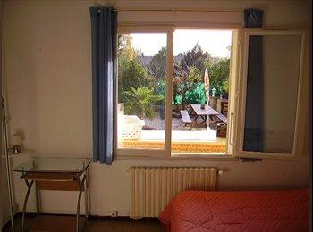 Appartager FR - coloc dans maison  meublée spacieuse  avec ext - Remoulins, Nîmes - €380