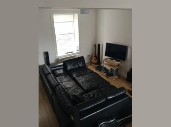 Newly re-furnished house in town centre