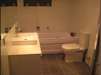 EasyRoommate IE - bed room with private bathroom - Dublin City Centre, Dublin - €300
