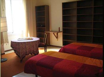EasyStanza IT - P.zza D'Azeglio/Sant'Ambrogio, Stanza in appartamento con 2 persone - Centro Duomo, Firenze - €500