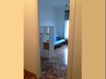 EasyStanza IT - affitto  stanza con angolo cottura e bagno privato - Marconi-Ostiense, Roma - €550