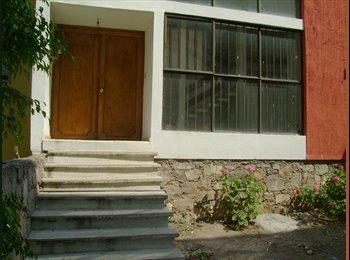 Rento casa amplia por Paseo de la Presa y DIF Est.