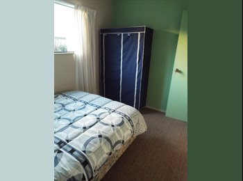 1 room available sleepout in Halswell